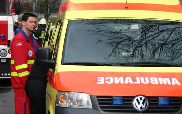 Při ranní nehodě v Pražské ulici se zranili dva lidé